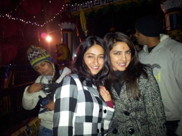 Ileana D'cruz,Priyanka Chopra Cute Pose On The Sets Of Barfi