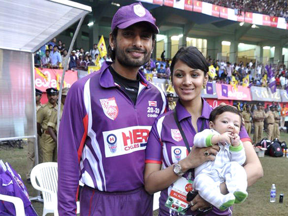 Indraneil and Barkha at Mumbai Heroes CCl 2 match