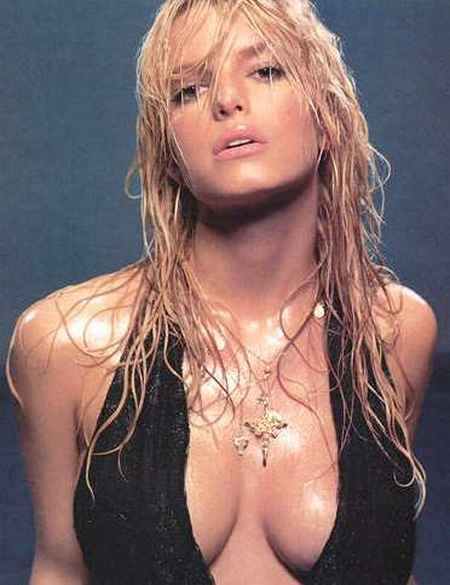 Jessica Simpson Hot and Wet Still
