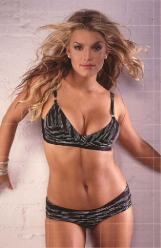 Jessica Simpson Spicy Figure Show In Bikini