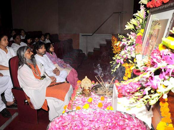 Kailash Kher's mother prayer meet