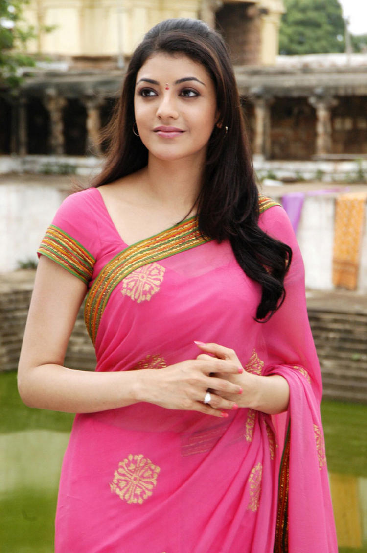 Kajal Agarwal Looking Very Beautiful In Pink Saree