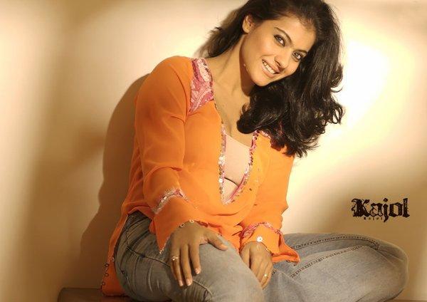 Kajol Devgan Cute Wallpaper Pic With Jeans