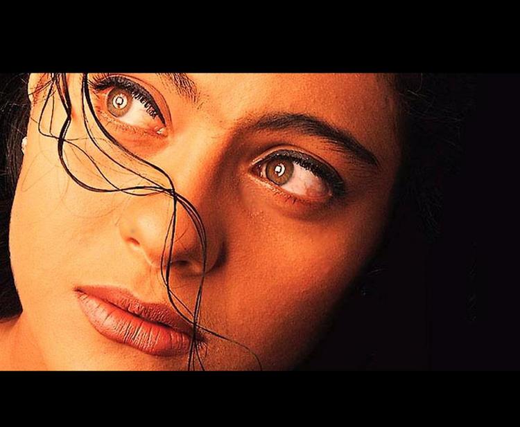 Kajol Devgan Sexy Hot Eyes Look Wallpaper
