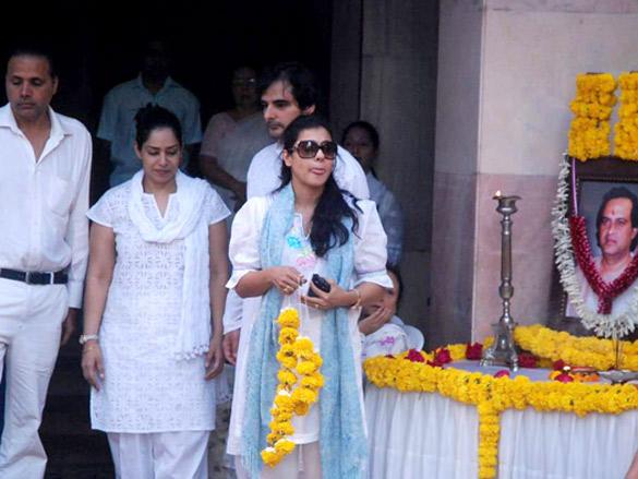 Kajol and Many Others Grace Joy Mukherjee Funeral