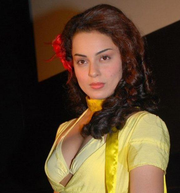 Kangana Ranuat Sexy Face Wallpaper