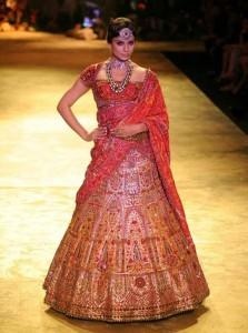 Kangana Ranuat Walk Ramp With Bride Dress