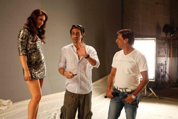 Kareena Having Fun On The Sets of Heroin With Arjun and Madhur