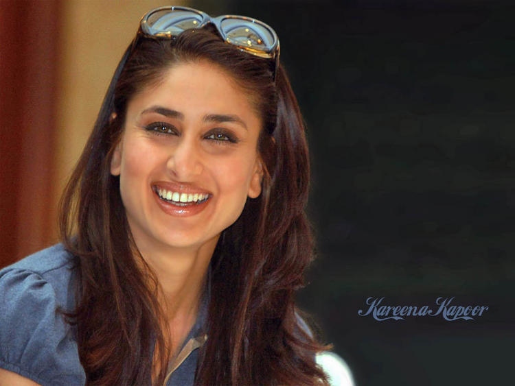 Kareena Kapoor Cute Stunning Face Wallpaper