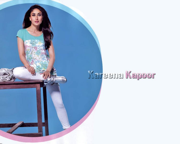 Kareena Kapoor Romantic Look Wallpaper