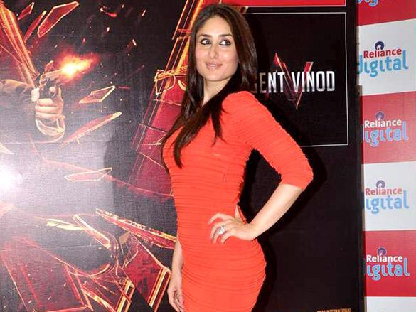 Kareena Kapoor Sexy Pose at Phoenix City Mall