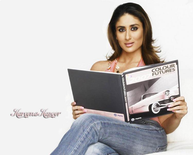 Kareena Kapoor Sizzling Hot Sexy Look