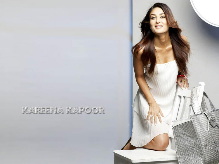 Kareena Kapoor Sleeveless Dress Cute Hot Wallpaper