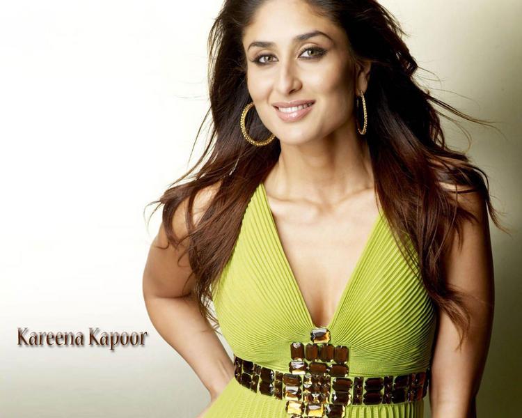 Kareena Kapoor Smile Face Sexiest Wallpaper
