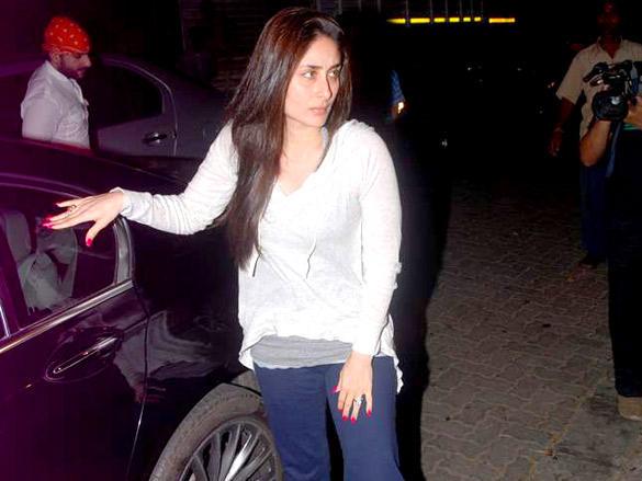Kareena at Pays Tribute to Mona Kapoor