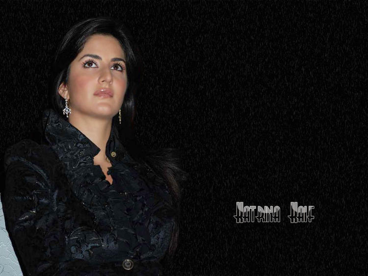 Katrina Kaif Cool Looking Wallpaper