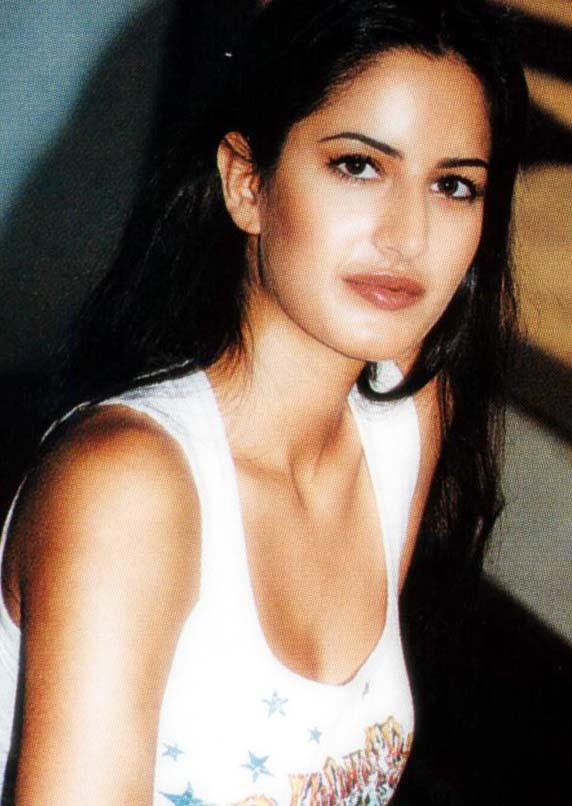 Katrina Kaif Glamour Face Look Wallpaper