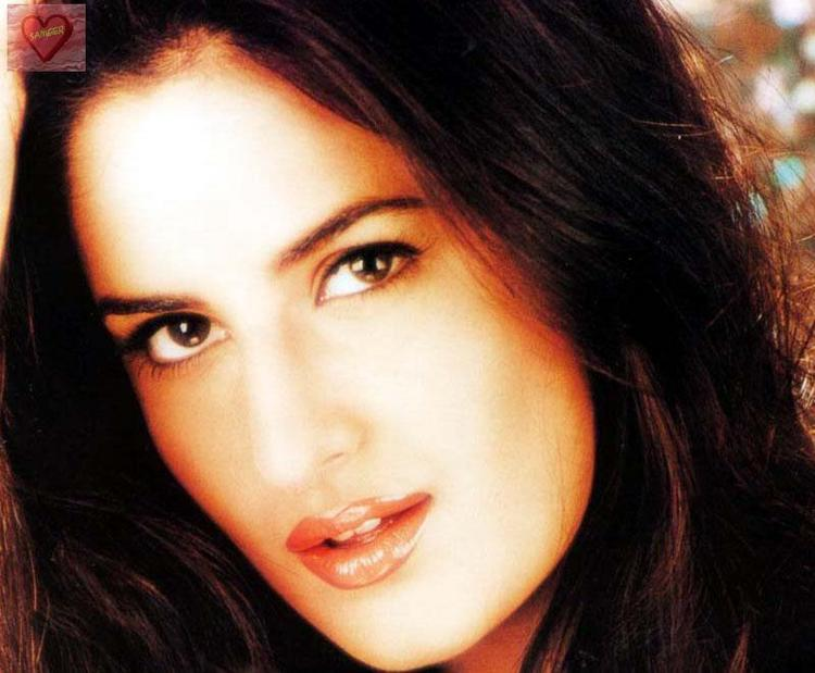 Katrina Kaif Sexy Eyes Look Wallpaper