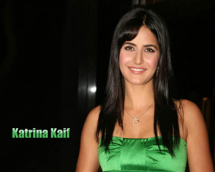 Katrina Kaif Sweet Smily Glam Face Wallpaper