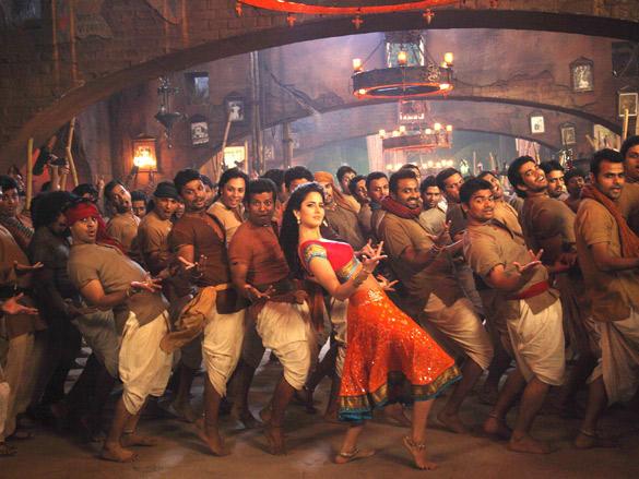 Katrina dances to Chikni Chameli in Agneepath