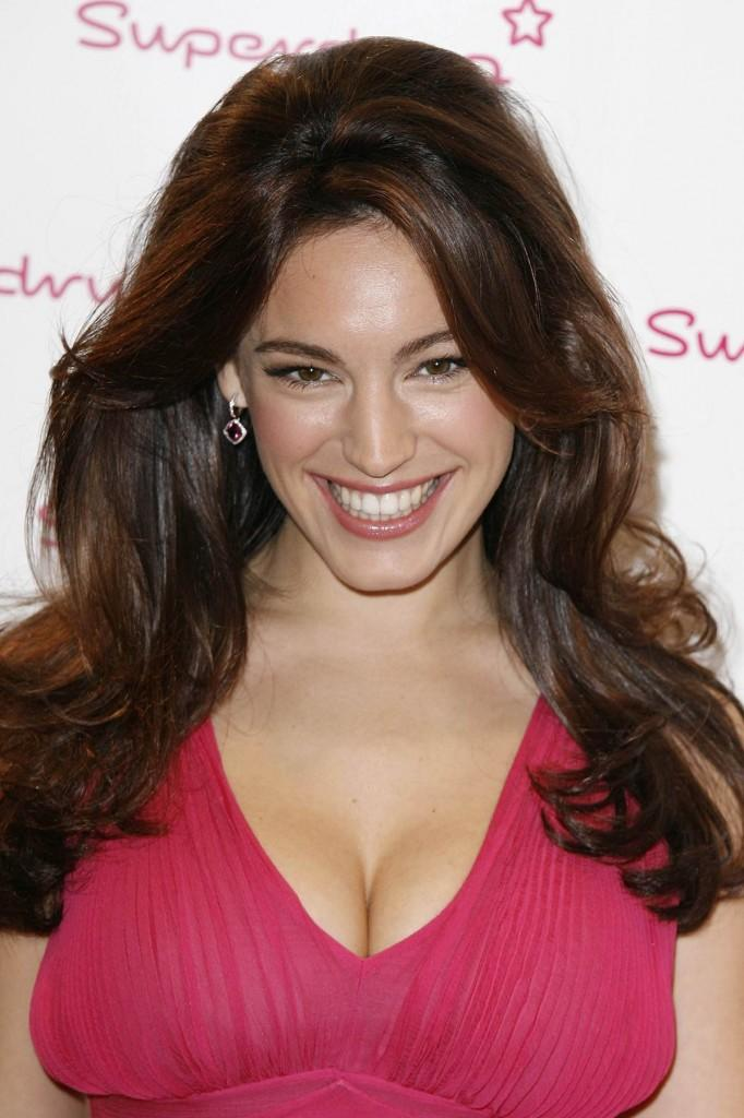 Kelly Brook Open Boob Show Beauty Smile Pic