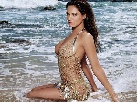 Kelly Brook Swimsuit Still On Beach