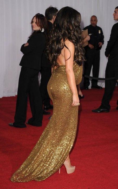 Kim Kardashian Hot Sexy Pic On Red Carpet