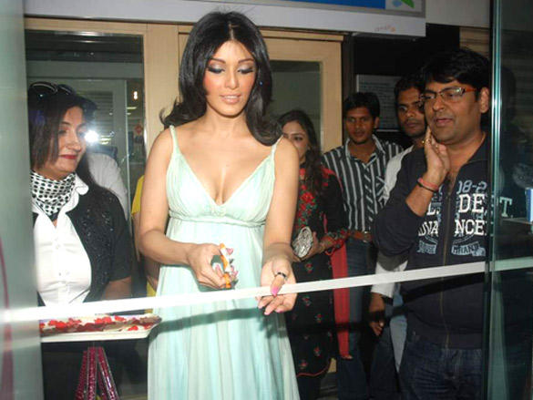 Koena Mitra inaugurated Looks Cosmetic Clinic