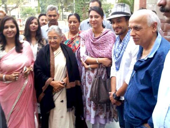 Kunal Khemu,Mahesh Bhatt at 98.3 FM For Promote Their Film Blood Money