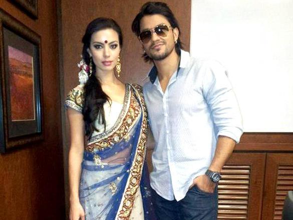 Kunal Khemu,Mia Uyeda Poses To Photo Shoot In Nagpur