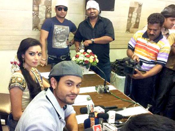Kunal Khemu,Mia Uyeda at Promotions of Blood Money in Nagpur