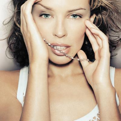 Kylie Minogue Romancing Face Look Wallpaper