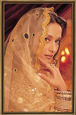 Madhuri Dixit Indian Bridal Look Wallpaper