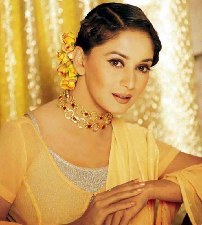 Madhuri Dixit Nice Face Look Wallpaper
