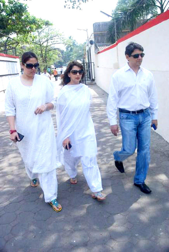 Madhuri Dixit With Her Husband Dr.Sriram Attends Mona Kapoor's Funeral