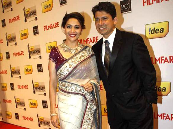 Madhuri Dixit and husband Dr.Shriram Nene at  57th Idea Filmfare Awards