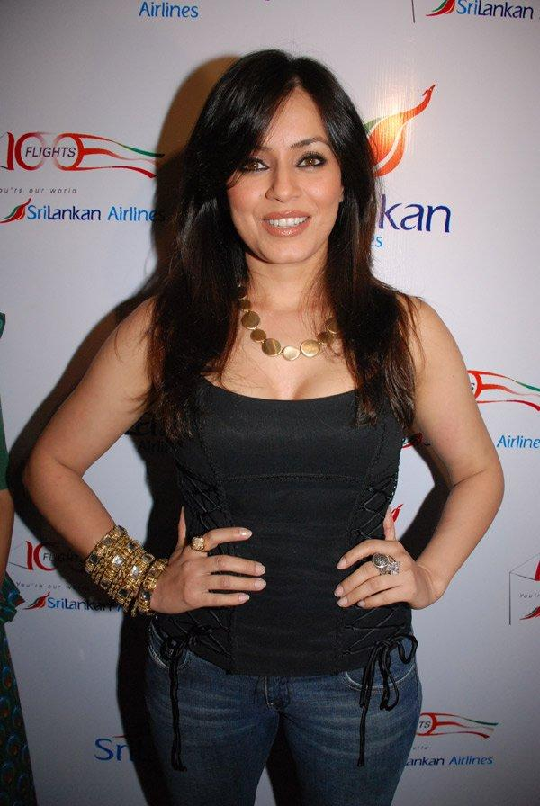 Mahima Chaudhary Looks Hot With Black Tops and Jeans