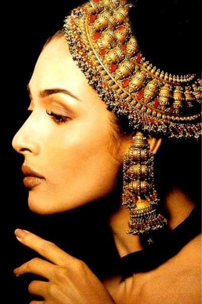 Malaika Arora Jewellery and Romancing Wallpaper