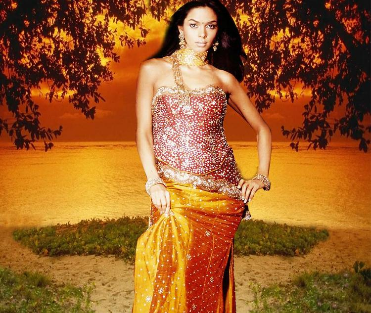 Mallika Sherawat Gorgeous Dress Wallpaper