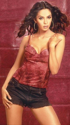 Mallika Sherawat Mini Dress Sexy Look Wallpaper