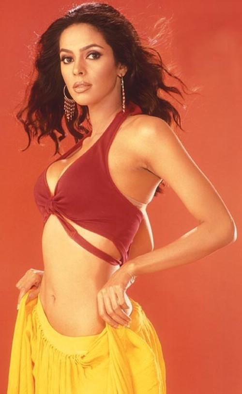 Mallika Sherawat Spicy Belly Expose Wallpaper