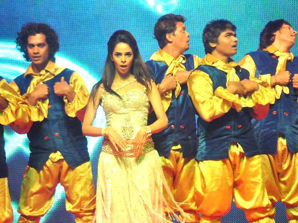 Mallika Sherawat Performing