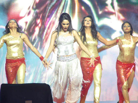 Mallika Sherawat on Stage to New Year Bash 2012