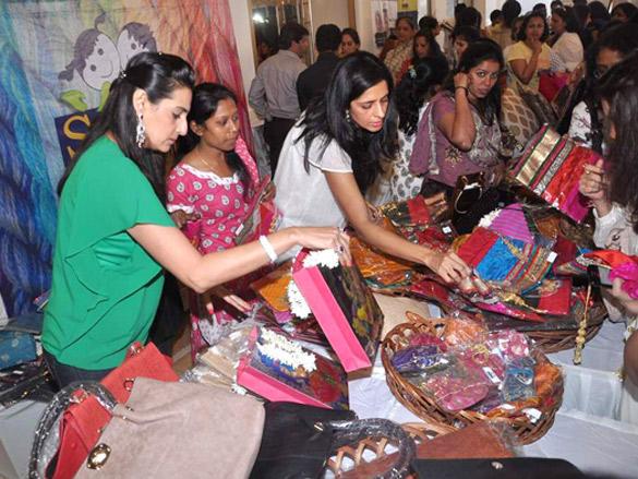 Mana Shetty at her Araish exhibition