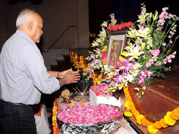 Manmohan Shetty at Kailash Kher's mother prayer meet