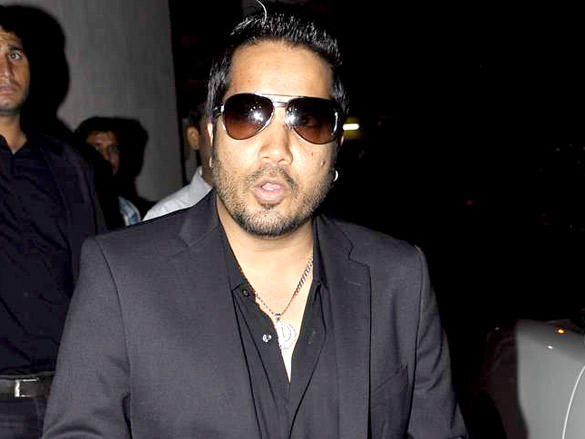 Mika Singh at Agent Vinod Screening at PVR