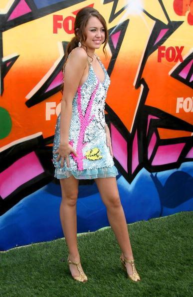 Miley Cyrus Mini Dress Cute Pose Wallpaper