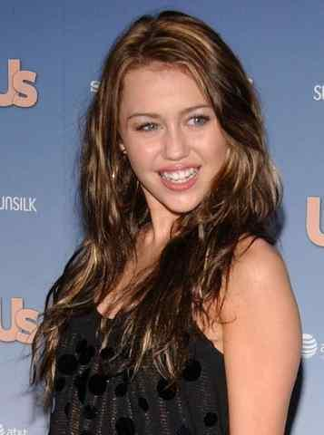 Miley Cyrus Sexy Smile Photo