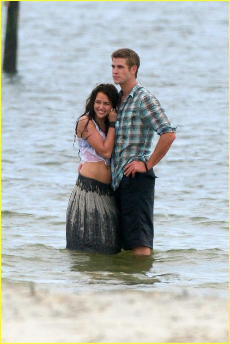 Miley Cyrus and Liam Hemsworth Hot Still In Water