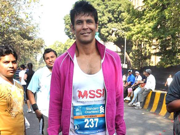 Milind Soma at Standard Chartered Mumbai Marathon